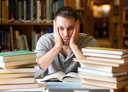 Lo más despejado que pueda estar tu área de estudio, ¡mucho mejor! así también se despejará tu mente.